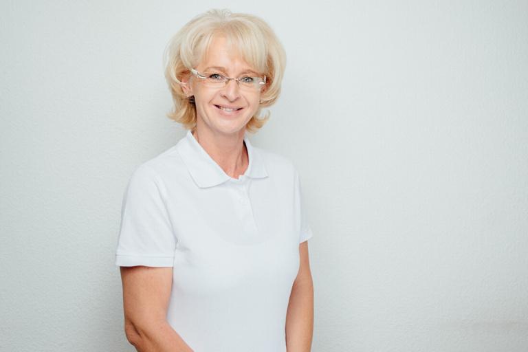 Elfriede Schels ist für den den Empfang, die zahnärztliche Abrechnung, die Organsisation und die Verwaltung zuständig.