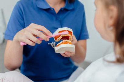 Richtiges Zähneputzen leicht erklärt: Gute Prophylaxe beginnt schon bei den Kleinsten